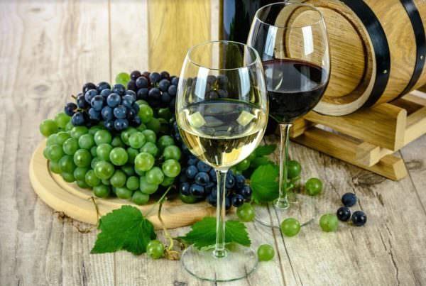 https://www.salernocitta.com/wp-content/uploads/2020/05/vino-e1588681477991.jpg